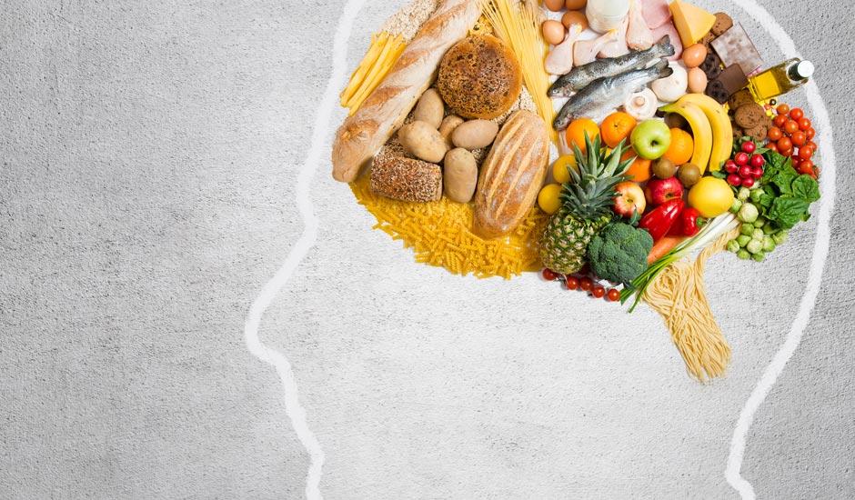 getekend hoofd gevuld met gezonde voeding