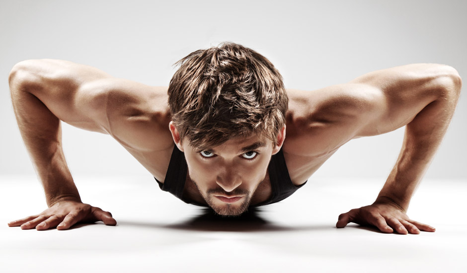 sporter doet push-up